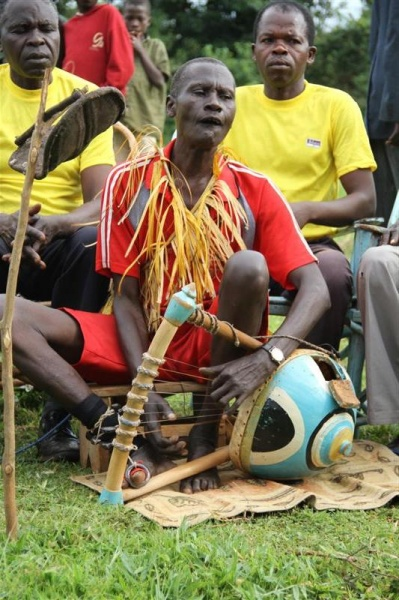 Okumu Korego performs for Singing Wells with nyatiti