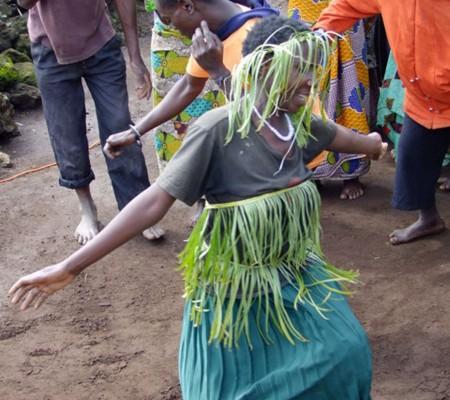 Mperwa Batwa dance